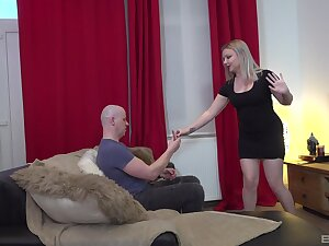 Scorching blonde chick reveals her curvy ass for some nasty lovemaking