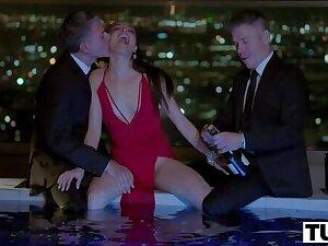 Masterly Latina Emily Willis DPed During MFM Threesome
